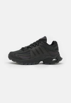 THESIA  - Sneakersy niskie - core black/footwear white