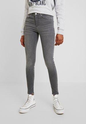 VMTERESA - Jeans Skinny Fit - medium grey denim