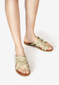 Inuovo - Mules - olive - 0