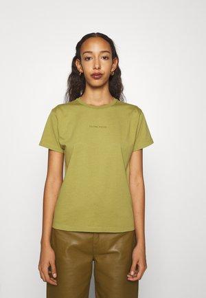 CORE FEMALE TEE - T-paita - green moss