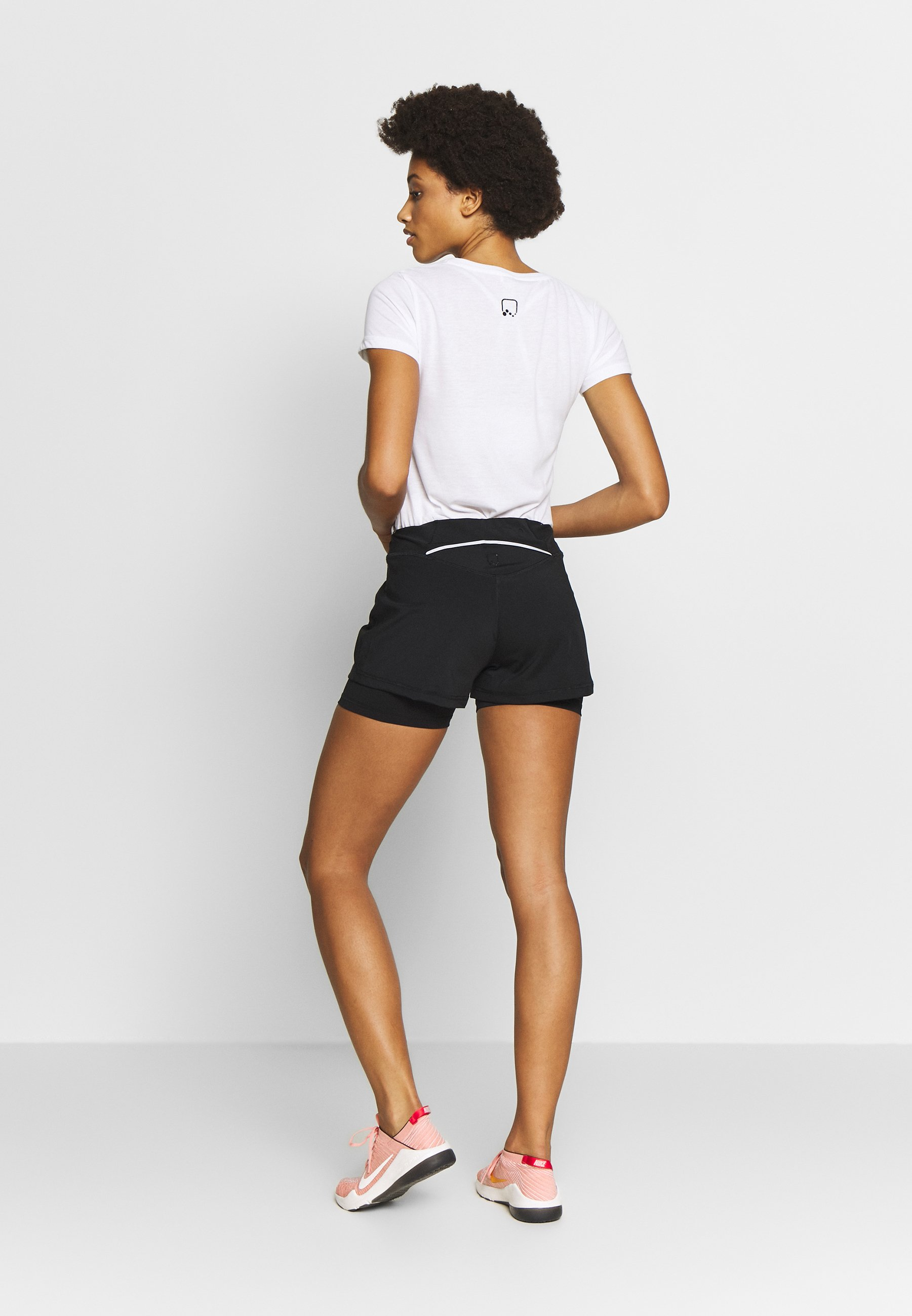 ONLY Play ONPPERFORMANCE RUN LOOSE SHORTS - Sports shorts - black/red 6YQoQ