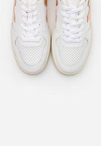 Veja - V-10 - Sneaker low - extra white/venus - 5