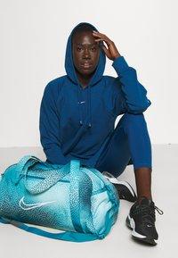 Nike Performance - GYM CLUB BAG - Sportovní taška - cyber teal/white - 0