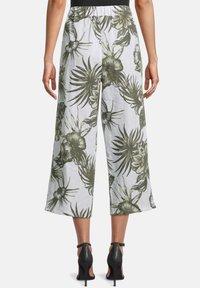 Betty Barclay - MIT BUNDFALTEN - Trousers - white/green - 2