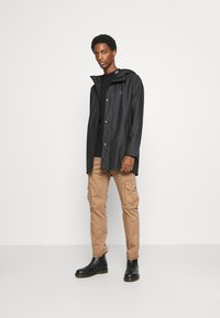 TOM TAILOR - Cargo trousers - dusty caramel brown - 1