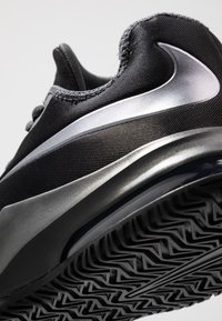 Nike Performance - AIR MAX INFURIATE III LOW - Basketball shoes - black/metallic dark grey/anthracite - 5