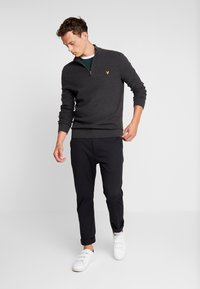 Lyle & Scott - MOSS STITCH 1/4 ZIP  - Maglione - charcoal marl - 1