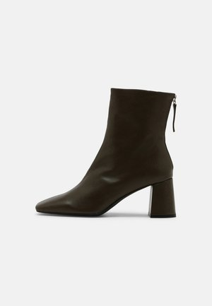 Classic ankle boots - volga kaki