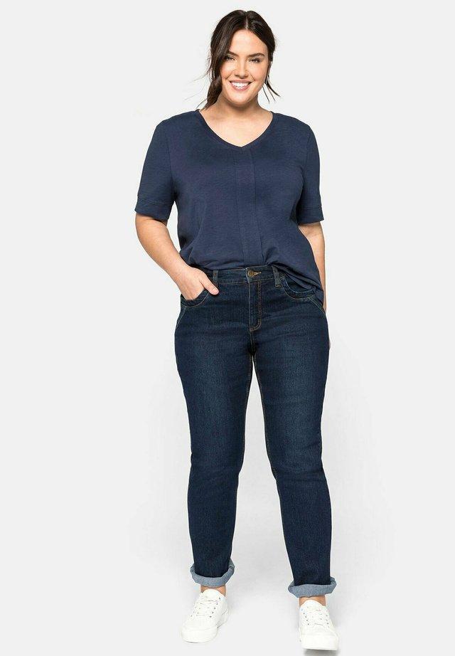 Straight leg jeans - blue black denim
