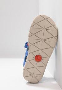 Timberland - PERKINS ROW 2-STRAP - Walking sandals - bright blue - 4