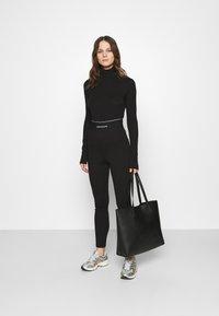 Calvin Klein Jeans - MILANO LOGO ELASTIC - Legging - black - 1