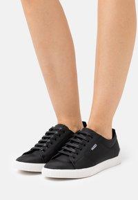 HUGO - TENN - Sneakers basse - black - 0