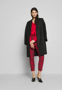 J.CREW - CAMERON IN GOOD TIDINGS - Pantaloni - red/black/multi - 1