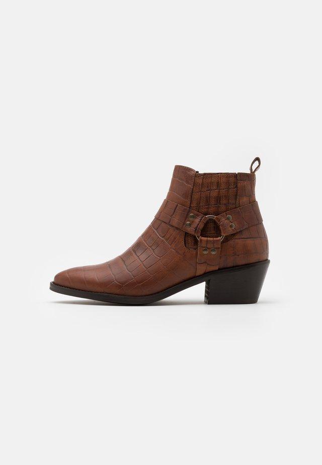 VMSIA - Boots à talons - cognac