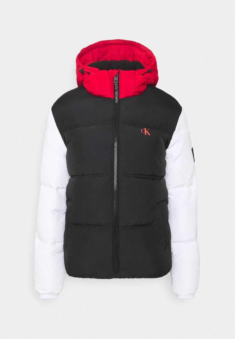 Calvin Klein Jeans - COLOURBLOCK PUFFER - Kurtka zimowa - black/ white / red