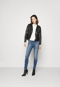 Guess - ULTRA CURVE - Jeans Skinny Fit - born to run - 1