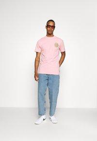 Santa Cruz - SLIMEBALLS UNISEX - T-shirt imprimé - pink - 1