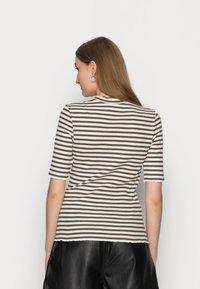 Selected Femme - ANNA CREW NECK TEE  - Print T-shirt - kalamata - 2