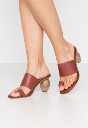 LENYA - T-bar sandals - powder/cedar