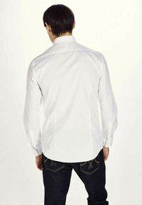 MDB IMPECCABLE - Shirt - white - 1