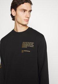 Nike Sportswear - CREW - Sweatshirt - black/gold foil - 3