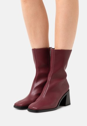 ROONEY BOOT VEGAN - Classic ankle boots - red dark
