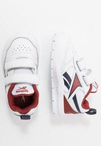 Reebok - ALMOTIO 5.0 - Chaussures de running neutres - white/red/collegiate navy - 0