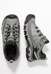 Keen - TARGHEE III WP - Hiking shoes - bleacher/duck green - 1