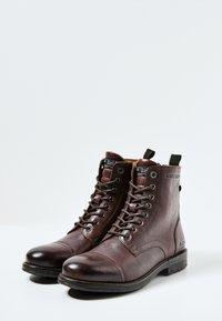 Pepe Jeans - Šněrovací kotníkové boty - marrón oscuro - 2