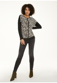 comma casual identity - Long sleeved top - khaki zebra and flower - 1
