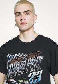 Night Addict - PRIX - T-shirt med print - black - 3