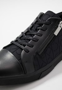Calvin Klein - IBRAHIM BRUSHED - Sneakers laag - black - 5