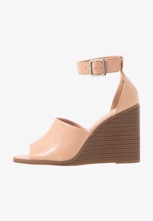 GARLAND - Sandály na vysokém podpatku - dark nude
