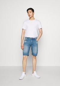 Cars Jeans - TUCKY SHORT - Džínové kraťasy - denim - 1