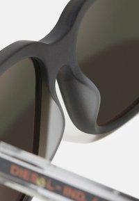 Diesel - Sunglasses - matte dark brown/green mirror - 4