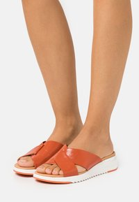 Caprice - SLIDES - Mules - orange - 0