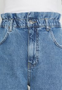 Gina Tricot - PAPERBAG MOM - Relaxed fit jeans - springblue - 5