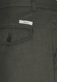 forét - POND SUIT PANTS - Pantalon classique - dark olive - 3