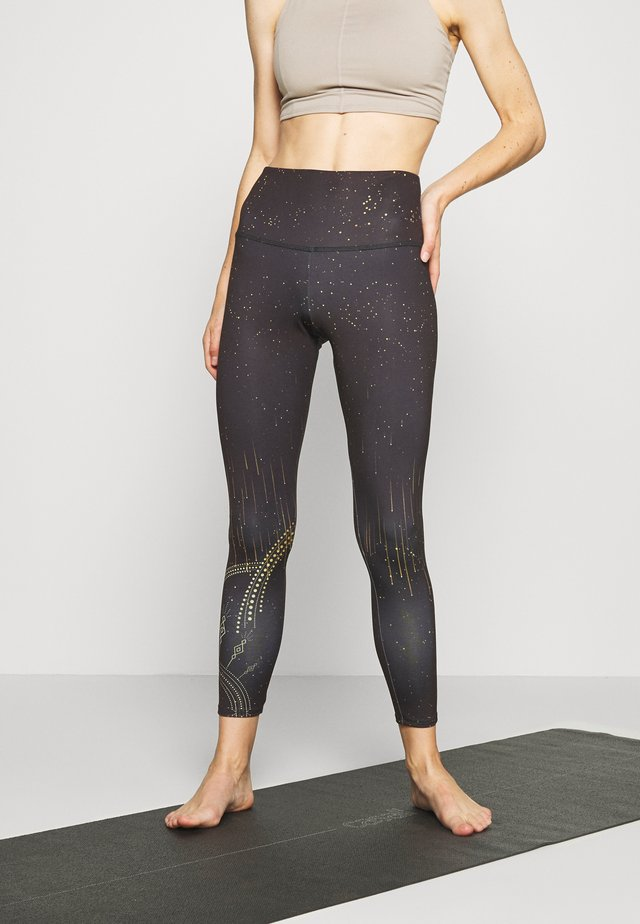 HIGH RISE GRAPHIC MIDI - Leggings - black/gold