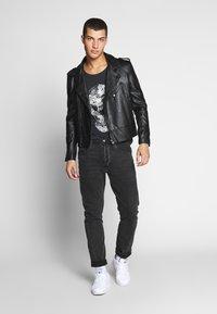 Jack & Jones - JORLEOSKULL TEE - T-shirt print - black - 1