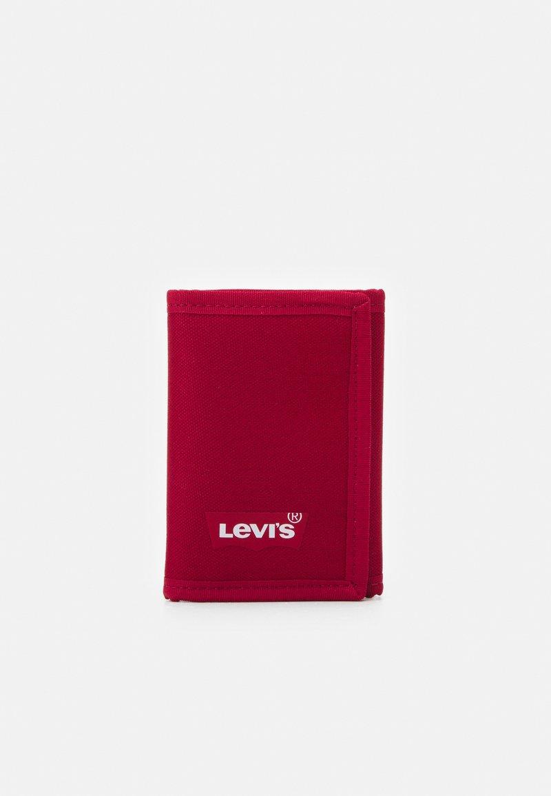 Levi's® - BATWING TRIFOLD WALLET UNISEX - Wallet - regular red