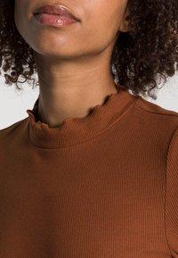 TOM TAILOR DENIM - COSY TEE - Long sleeved top - amber brown - 4