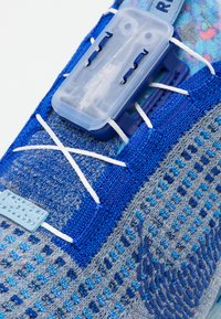 Nike Sportswear - AIR VAPORMAX 2020 UNISEX - Sneakers - stone blue/deep royal blue/glacier blue - 5