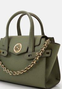 MICHAEL Michael Kors - CARMENXS FLAP - Handbag - army green - 4