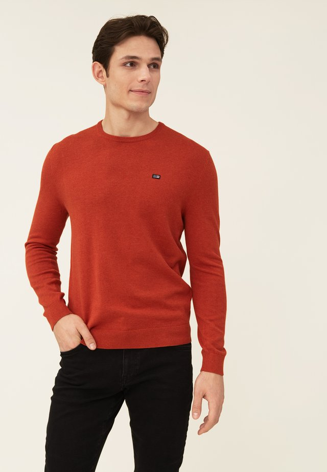 BRADLEY - Stickad tröja - orange melange