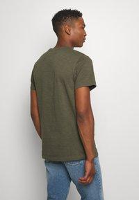 Nike Sportswear - Basic T-shirt - khaki - 2