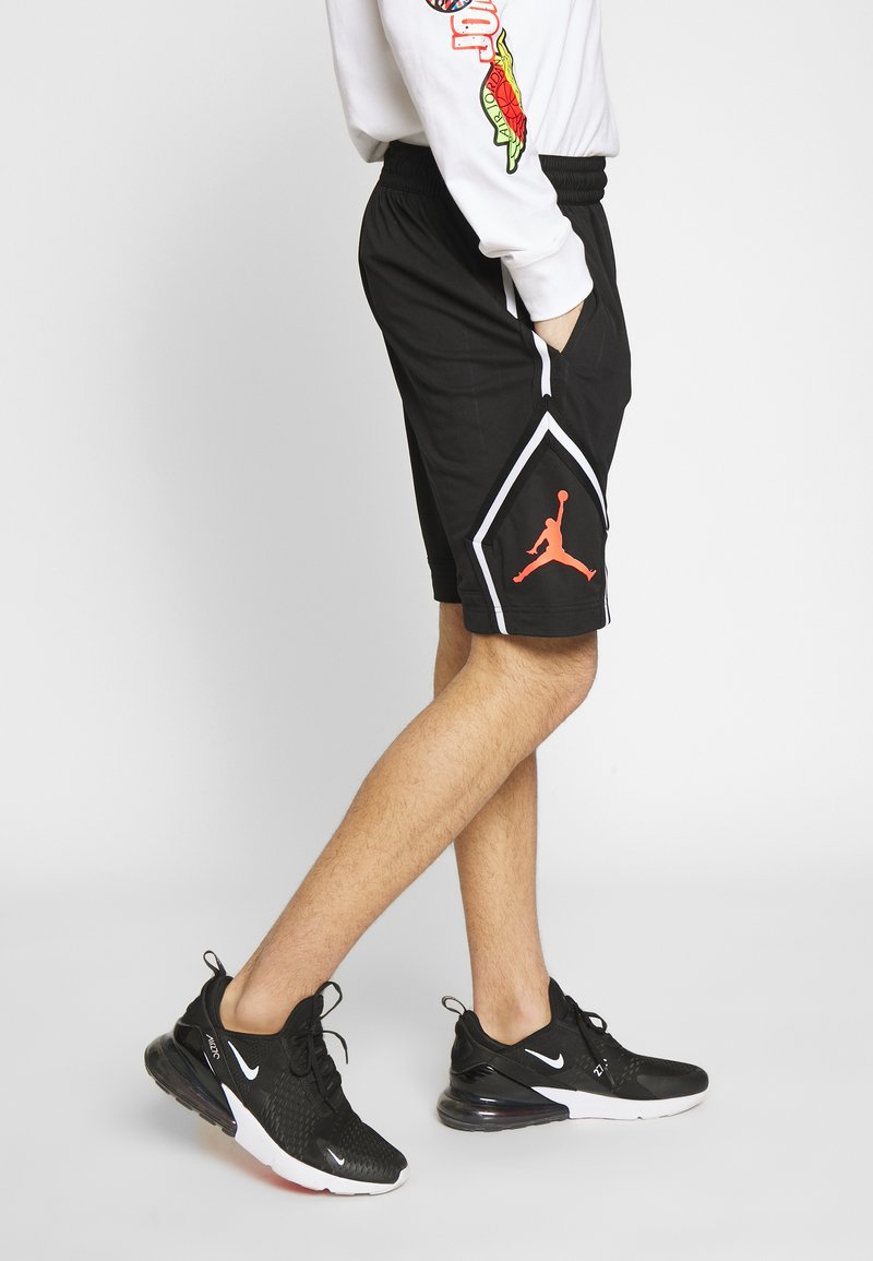 Jordan - DIAMOND - Shorts - black/infrared