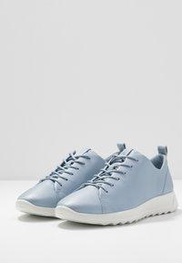 ECCO - FLEXURE RUNNER - Sneakersy niskie - dusty blue metallic - 4