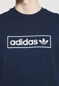 adidas Originals - LINEAR LOGO TEE - Print T-shirt - collegiate navy - 3