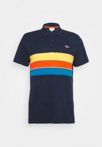 bleu marine/bleu/rouge/jaune/blanc